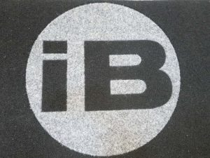 maty z logo