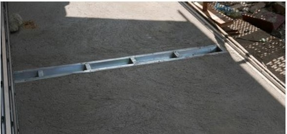 Montaż korytka w jastrychu cementowym